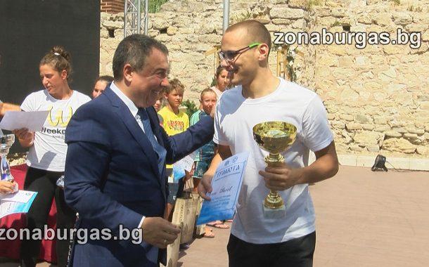 Антъни Иванов спечели плувния маратон в Несебър /видео/