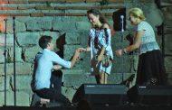 Три предложения за брак на стените на Стария Несебър пред хиляди (видео)