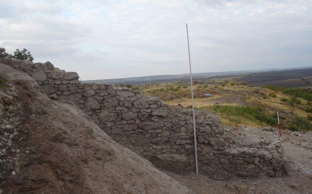 Неизвестна крепостна стена откриха на Русокастрон