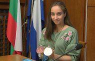 Златното момиче на Бургас: Майка ми е най-силната жена в моя живот, златният медал е за нея /видео/