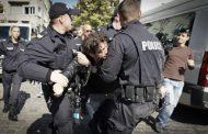 Арести и напрежение на протеста пред Столична община /видео/