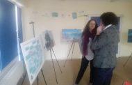 Интерактивна демонстрация върху пясъчна кутия показва на учениците до какво могат да доведат наводненията