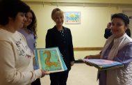 Талантлива художничка подари свои творби на УМБАЛ Бургас