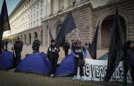 Палатковият лагер на протестиращите майки пренощува пред МС