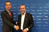 Цветан Цветанов и кметове от ГЕРБ се срещнаха с претендента за водещ кандидат на ЕНП