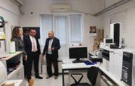 """Министър Димов посети Бургас, обсъди мерки за подобряване работата на """"Кроношпан"""""""