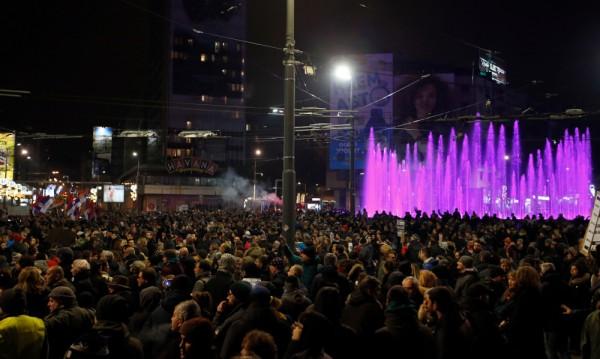 Хиляди протестираха в Белград срещу президента Вучич