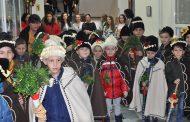 Коледари зарадваха общинарите в Несебър