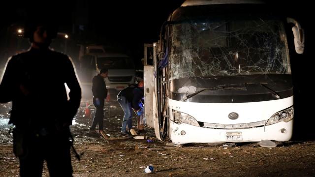 Експлозия в туристически автобус до пирамидите в Гиза