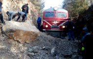 Влаков инцидент заради паднала скала