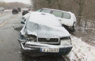 Тежка верижна катастрофа до Атия между автобус и четири коли /видео/