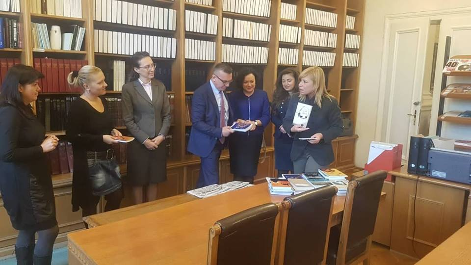 Депутати обогатиха библиотеката на парламента с издания на бургаски автори