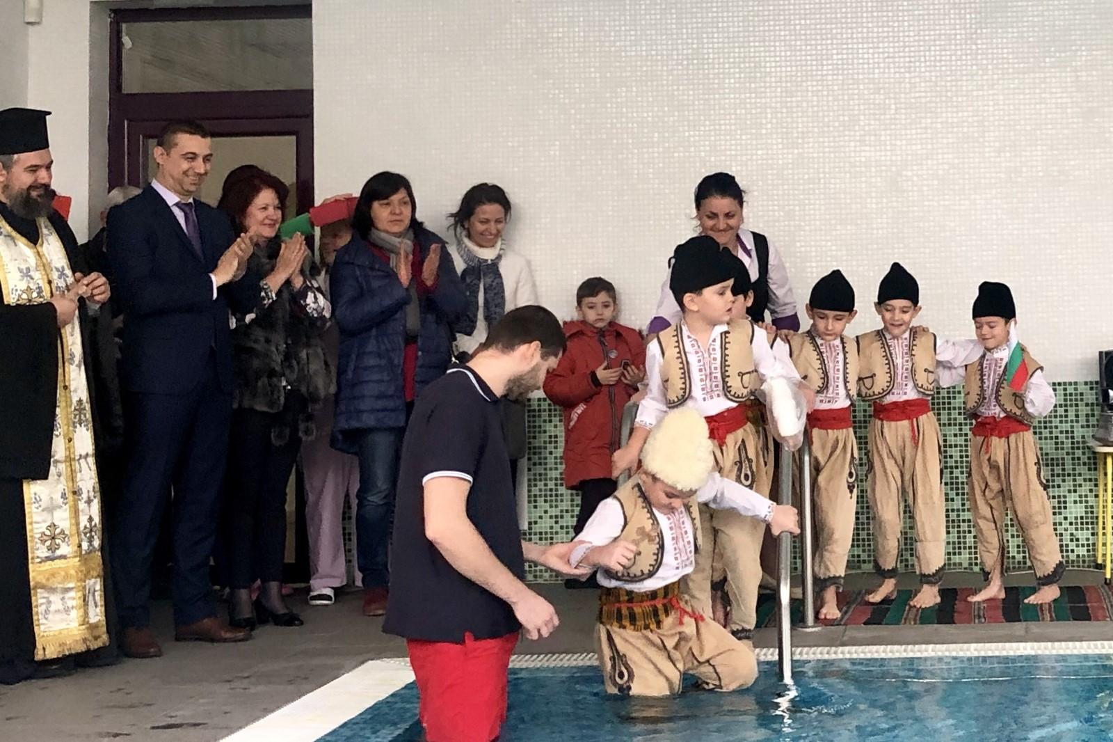 Криворазбрана традиция, пловдивски деца играят