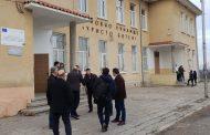 Кметът Иван Алексиев инспектира ремонта на училището в с. Бата