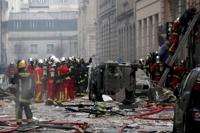 Четирима души загинаха при взрив в парижка пекарна
