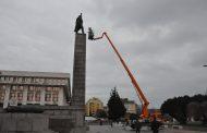 Комисия обследва Альошата. Опасен ли паметникът?