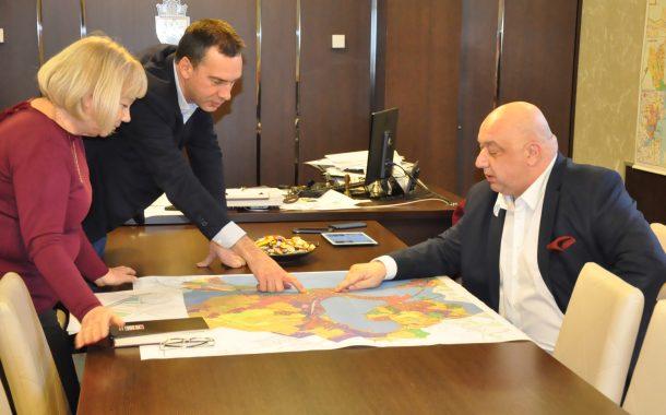 Министър Кралев и Димитър Николов обсъдиха възможностите за изграждане на нов стадион в Бургас