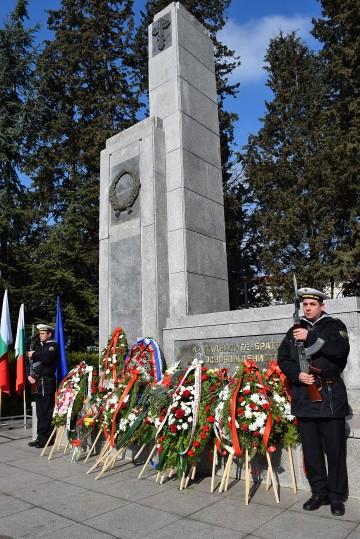 """С концерт и фотоизложба, посветена на национален парк-музей """"Шипка"""", честваме Освобождението на Бургас"""