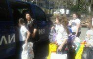 Ученици и полицаи се обединяват в дарителска акция преди Великден