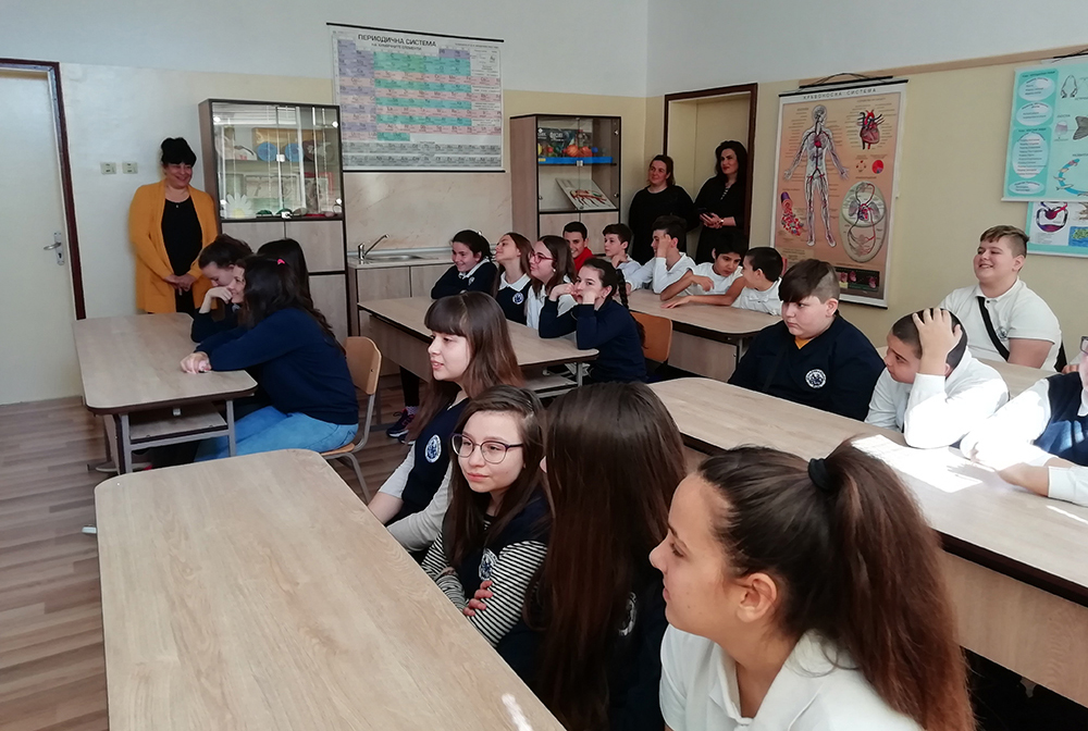 Разясниха на учениците в Равда и Кошарица за Интернет и опасностите, които крие