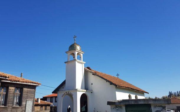 Поставиха кръст на църквата в Стоилово /галерия/