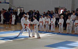 Бургас събра най-добрите каратеки до 12 години (СНИМКИ)