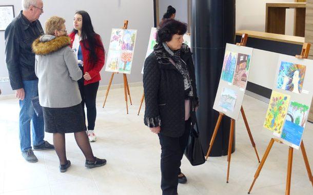 Изложба на надарени деца в Артиум Център в Несебър