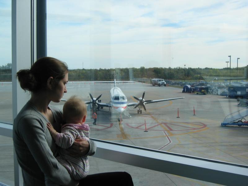 Майка трогна с мил жест пътниците в самолет