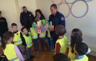 Деца от Приморско с макет на пътна обстановка