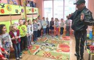 Пътен полицай провери знанията на децата по пътна безопасност