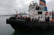 Тракийски бежанци посрещнаха на Морската гара/снимки/
