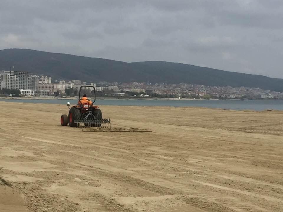 Започна подготовката на плажа в Слънчев бряг за новия сезон