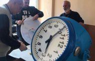 Пристигна поръчаният от Чехия нов механизъм за Часовника