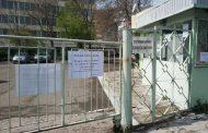 Затвориха централния портал на НОИ в Бургас, пенсионери и майки недоволстват