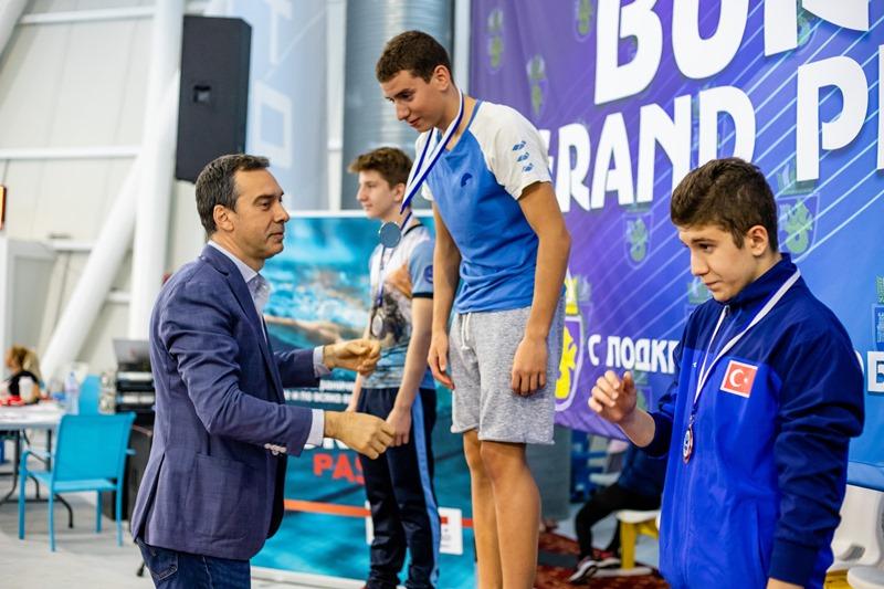 Кметът Николов награди победителите в плувния турнир Гран При Бургас 2019
