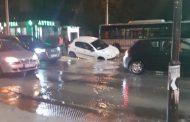 Кола пропадна в изкоп на ВиК в Пловдив (СНИМКИ)