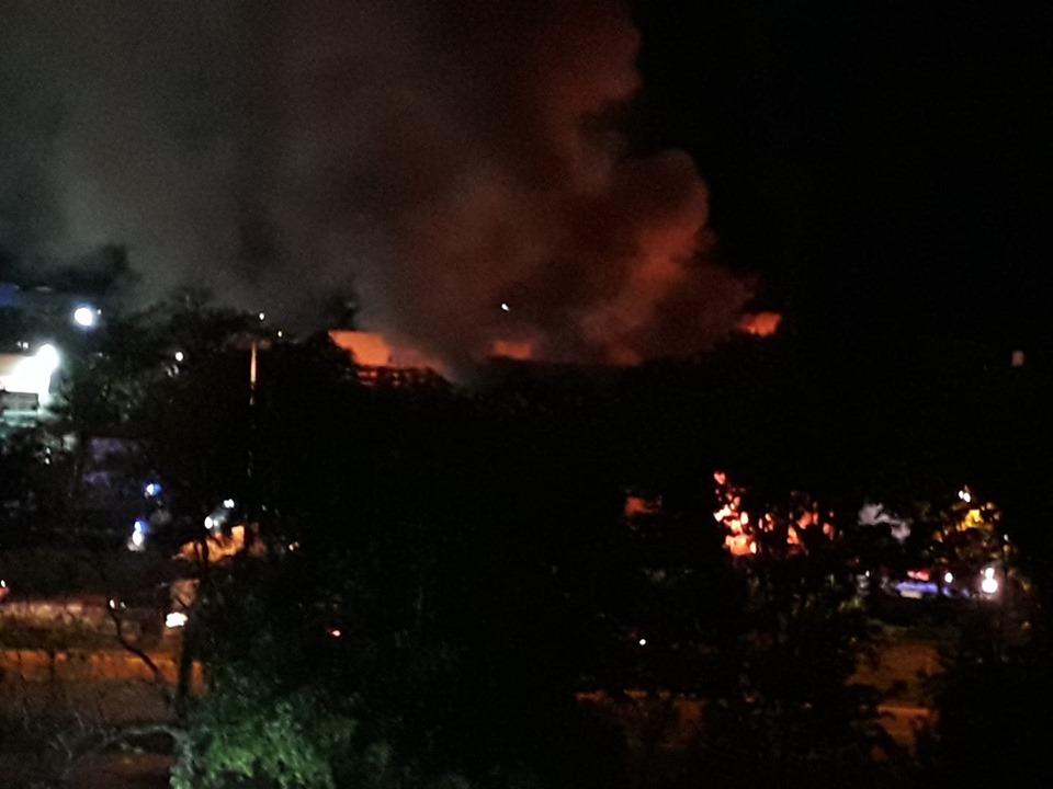 Оромен пожар горя в промишлената зона на к-с