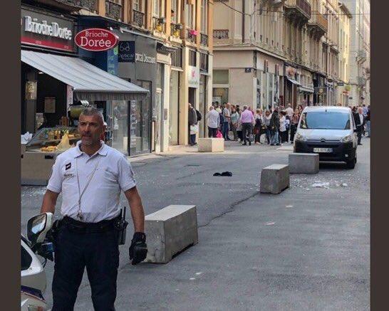 Експлозия на пешеходна улица в Лион /видео/