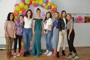 Млади модни дизайнери сбъднаха мечтаната бална рокля на абитуриентка от Бургас