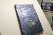 Възстановяваме безценната Сребърна конституция. Десет от скъпоценните камъни по корицата ѝ са изчезнали