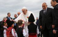 Папата кацна в България
