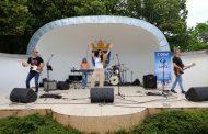 """Концертът на """"Горещ пясък"""" зарадва стотици бургазлии, събитията за 20 години """"ЛИНА"""" продължават със забавление за най-малките"""