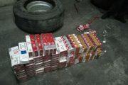 Откриха над 1000 кутии контрабандни цигари в резервните гуми на камион