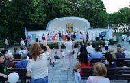 """Лаборатория """"ЛИНА"""" зарадва стотици малчугани с концерт, кани всички деца на театър идната седмица"""