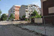 """Общината обособява четири паркинга по ул. """"Дебелт"""" в к-с """"Възраждане"""""""