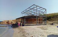 Проверяват заведение на плажа в Ахтопол и цената на чадърите на Перла