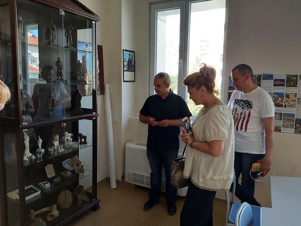 Зам.-кмет от побратимения на Бургас Ярославъл посети образователни и спортни обекти в града