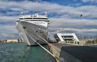 Круизен лайнер, идвал в Бургас, блъсна туристическо корабче във Венеция