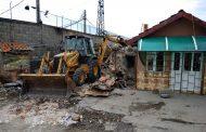 """Общината премахна 20 незаконни постройки в кв. """"Победа"""" (СНИМКИ/ВИДЕО)"""