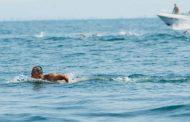 Успешен старт: Цанков започна плуването си в Бургаския залив